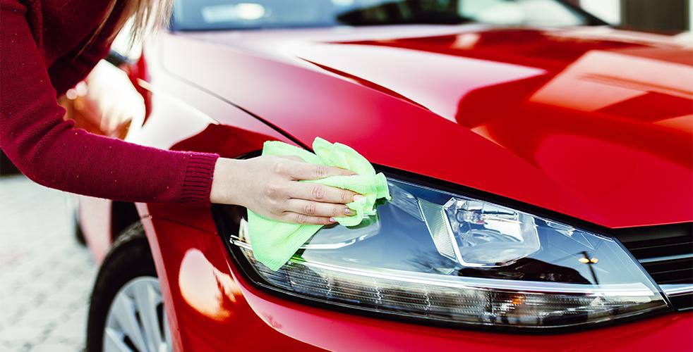 Saiba como lavar seu carro a seco em casa